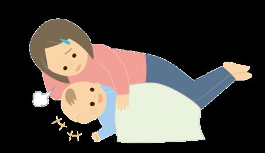 子供を寝かしつけるのに苦戦しているママのイラスト