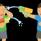 水鉄砲で遊んでいる人のイラスト